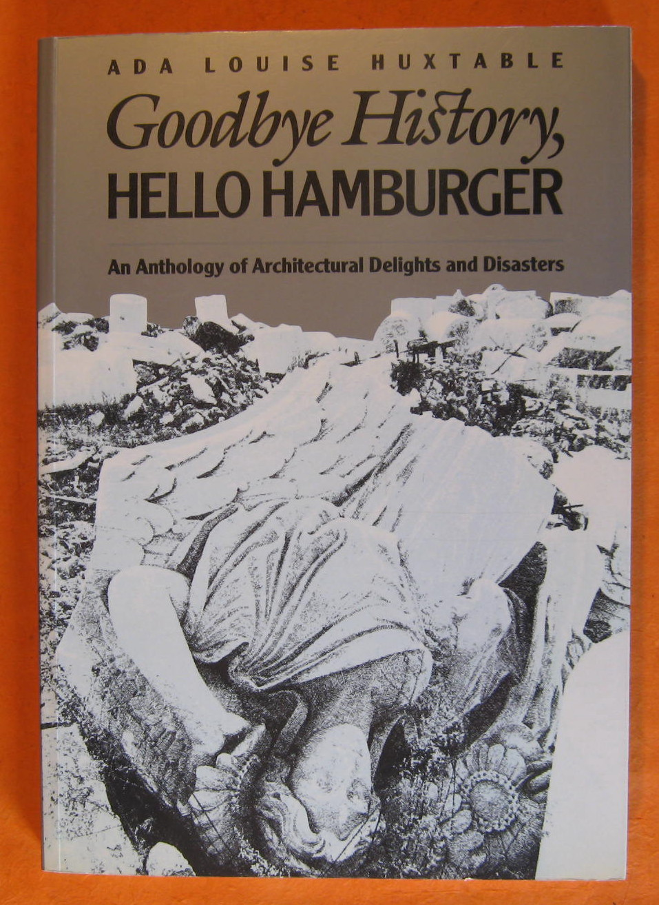 Goodbye History, Hello Hamburger: An Anthology of Architectural Delights and Disasters, Huxtable, Ada Louise