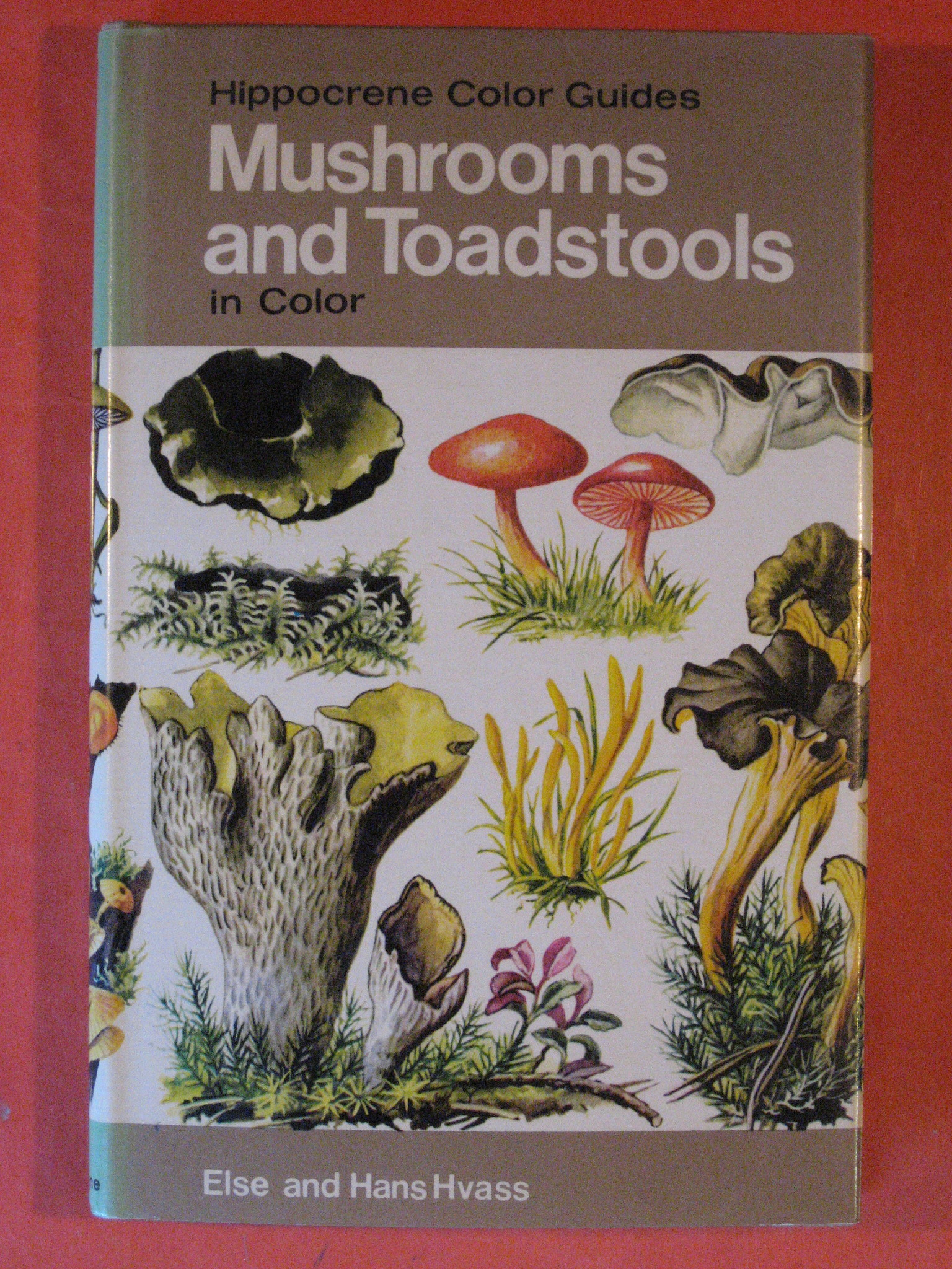 Mushrooms and Toadstools in Color  (Hippocrene Color Guides), Hvass, Hans and Else