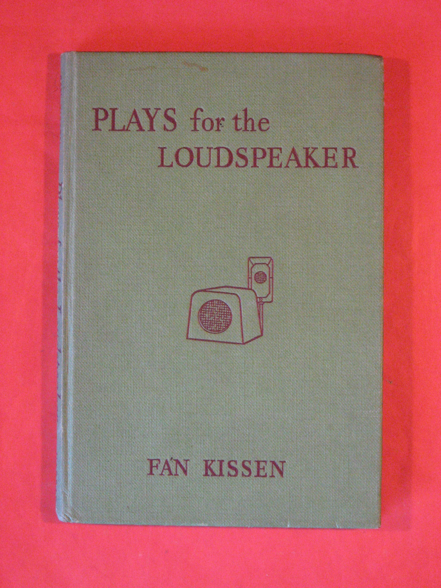 Plays for the Loudspeaker, Kissen, Fan